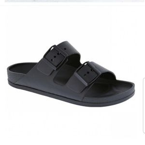 New buckle strap sandals